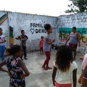 Prof.ª Ana Carla ministrando oficina de Dança Afro.